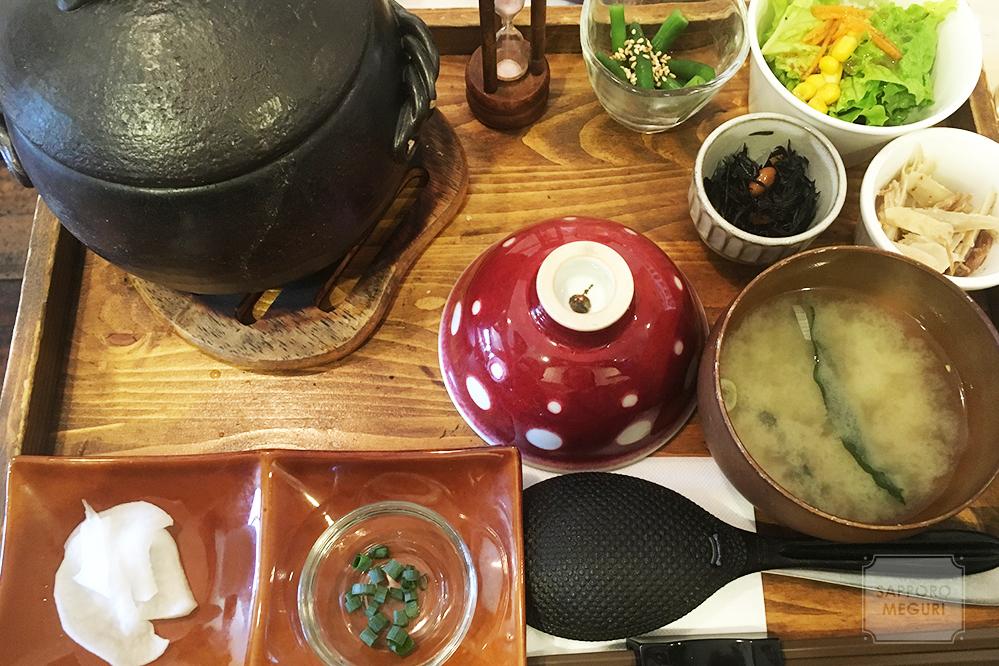 カフェリーノの炊き込み土鍋ご飯