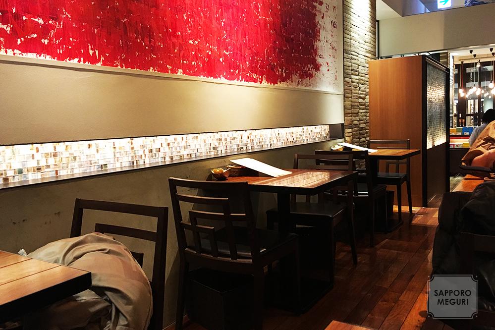 赤れんがテラス地下1階のカフェよしみの店内