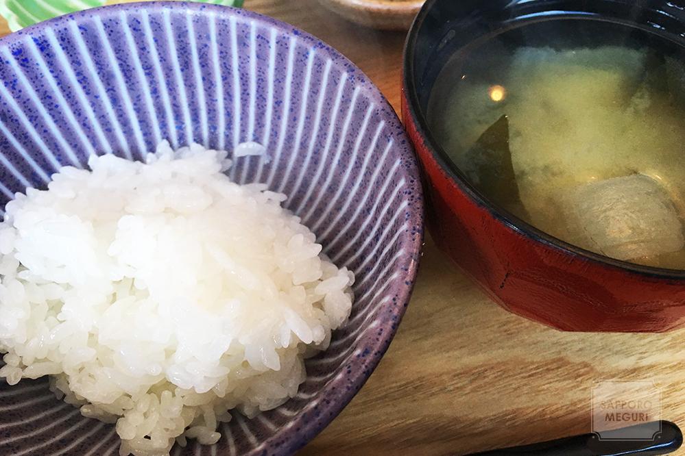 ごはん家カフェみやびのご飯とお味噌汁