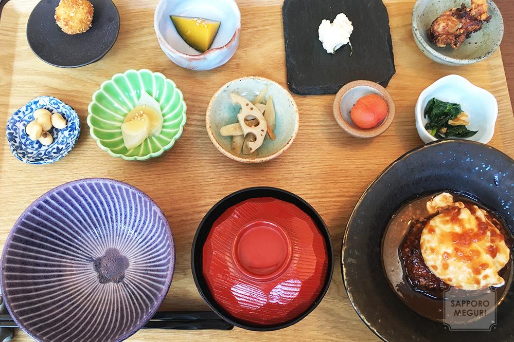 ごはん家カフェみやびの土鍋ご飯と10種の彩りプレート