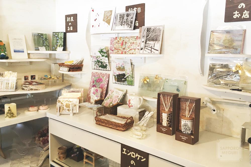 カフェ自休自足六軒村店の雑貨販売コーナー