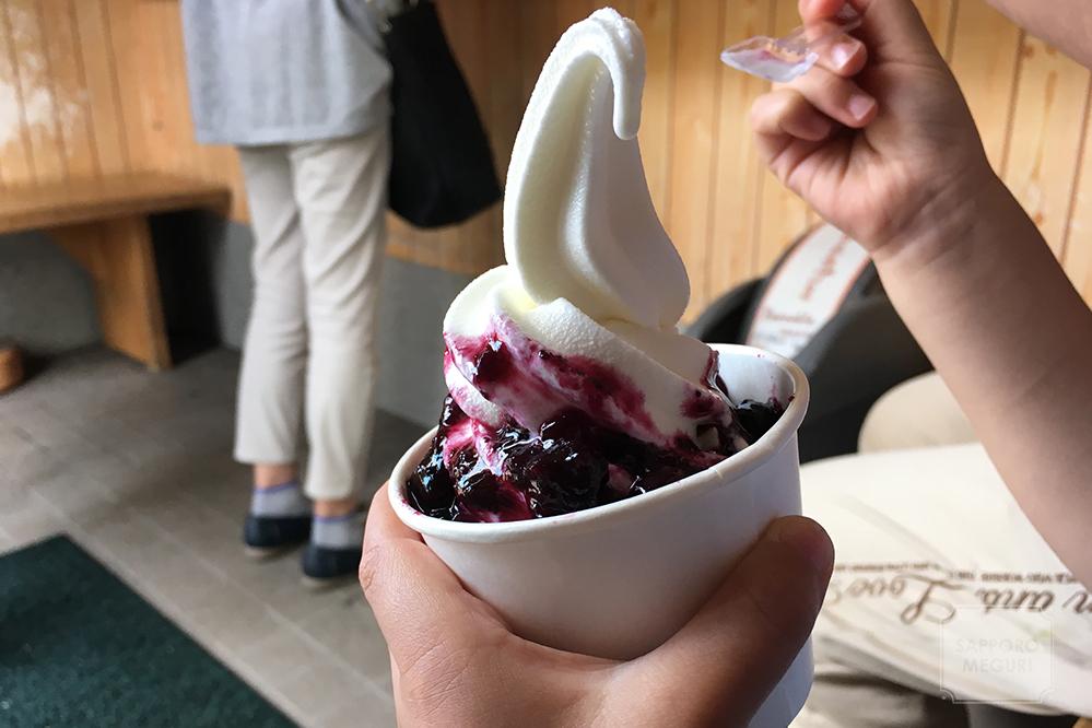 山中牧場 プレミアムバター ソフトクリーム ブルーベリー
